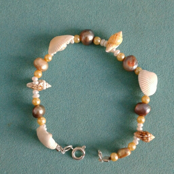 Jewelry - Pearl and seashell bracelet